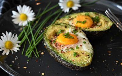 Avocado uit de oven met ei