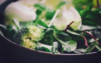 Koolhydraatarme Broccolirijst salade als bijgerecht